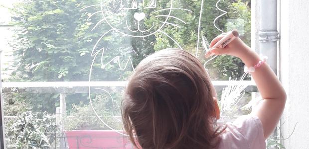 Mes filles font des dessins sur les vitres…