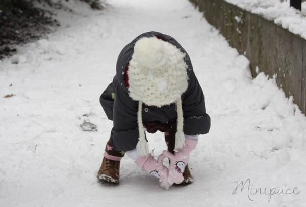bebe-fait-boule-de-neige.jpg