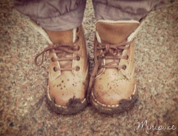 chaussures-sales-enfant-boue.jpg