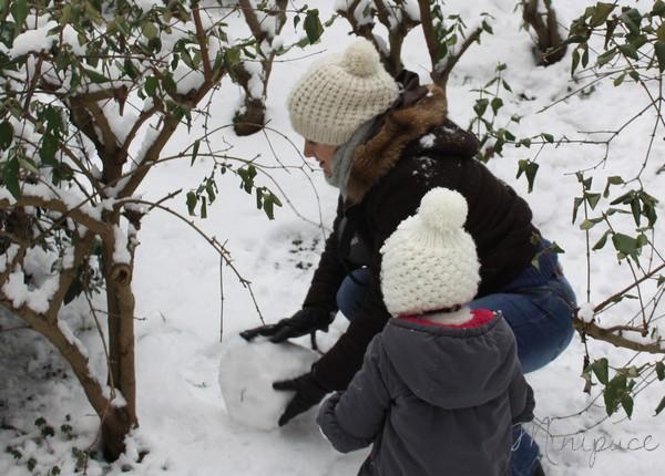 maman-fait-un-bonhomme-de-neige.jpg