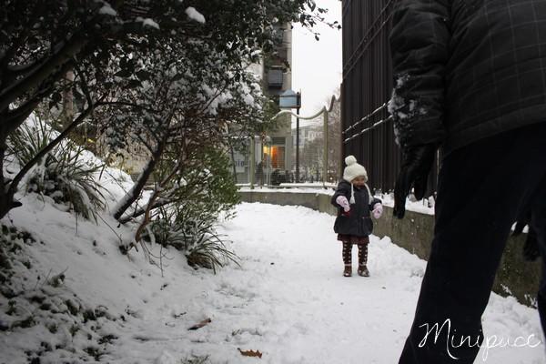 papa-balance-boules-de-neige.jpg