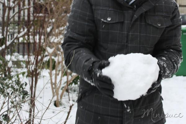 papa-fait-une-grosse-boule-de-neige.jpg