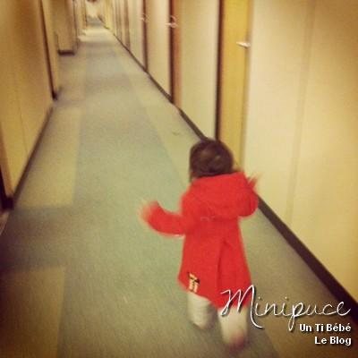 enfant-erre-dans-les-couloirs.jpg