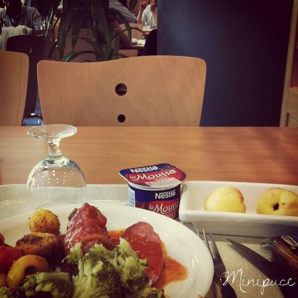 cantine-repas-solo-brocolis-pommes-de-terre-mousse-au-choco
