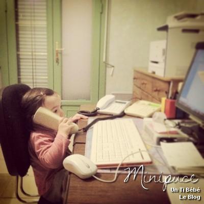 enfant-au-telephone-standardiste-travail-vie-quotidienne