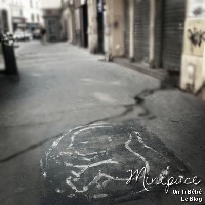 bebe-dans-rue-dessin-sol-peinture-peint-baby-in-the-street