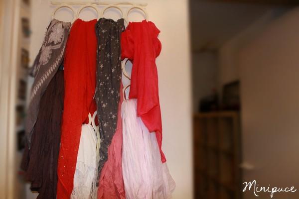 collection-foulard-etoile-marchand-d-etoiles-gris-blanc-rou.jpg