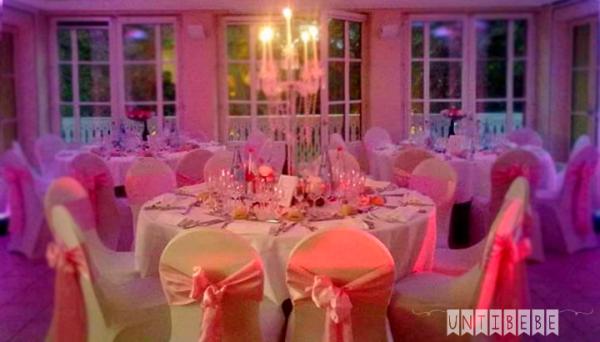 salle decorée chalet porte jaune mariage paris