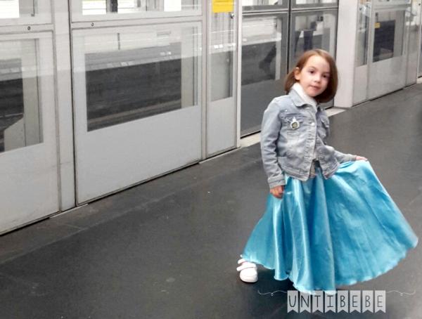 princesse dans le metro parisien