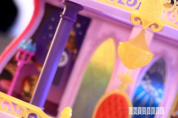 suspension détail jouet chateau royaume de canterlot