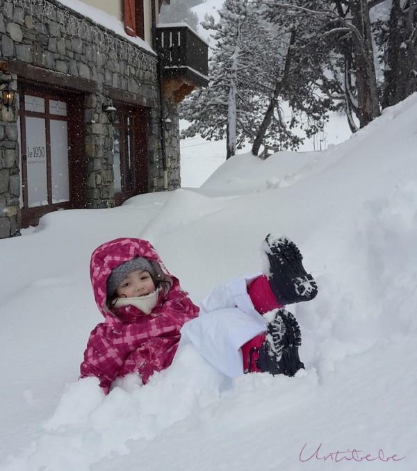 emma dans la neige arc 1950