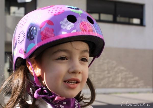 emma et son casque trottinette