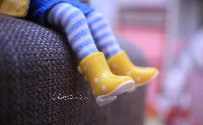 poupee lottie detail bottes pluies
