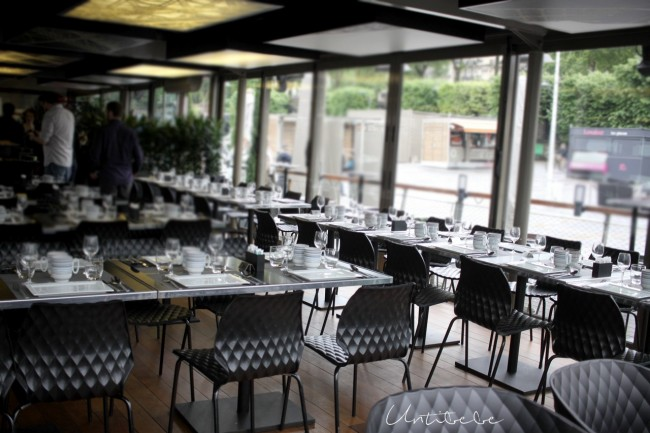 salle brunch bistro parisien