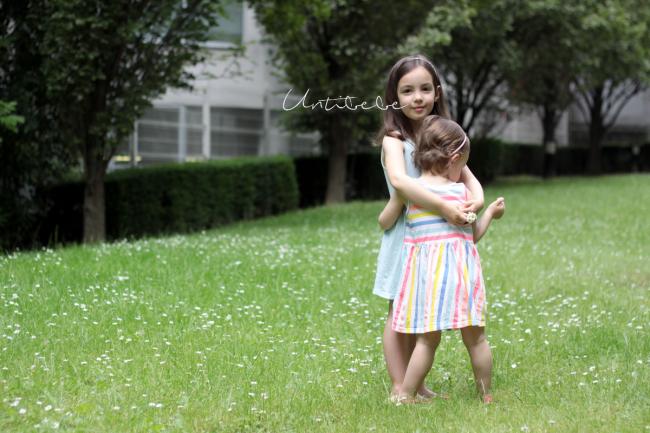 calin entre 2 soeurs