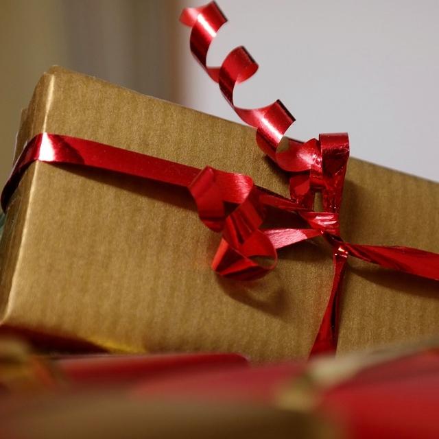 gift-556042_960_720