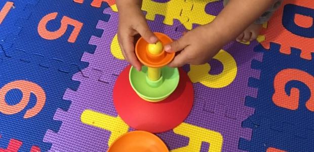 L'éveil de bébé à 1 an : les jouets du quotidien