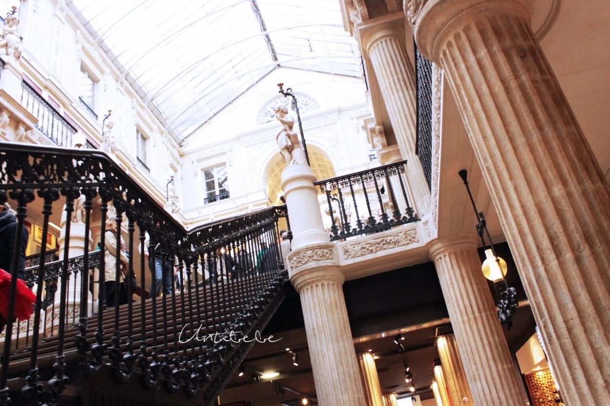 passage pommeraye escalier