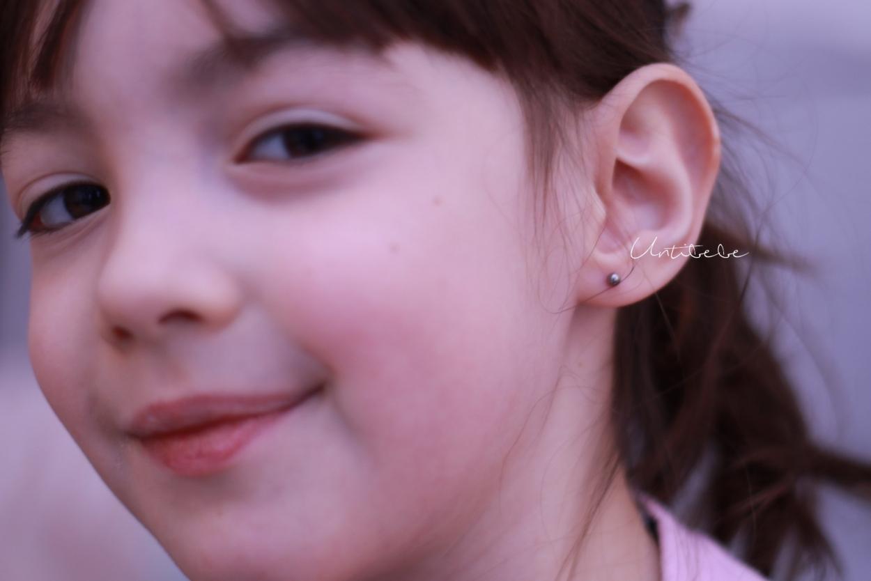 emma s 39 est fait percer les oreilles conseils pour faire percer les oreilles d 39 un enfant. Black Bedroom Furniture Sets. Home Design Ideas